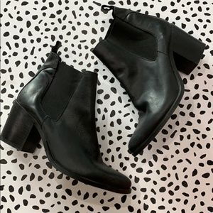 Steve Madden Black Pull On Leather Boots